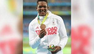 PROUD MEDALLIST: Trinidad and Tobago's Keshorn Walcott proudly displays his men's javelin bronze medal at the 2016 Olympic Games in Rio de Janeiro, Brazil. —Photo: SEAN MORRISON