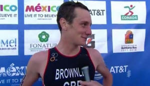 Alistair Brownlee gives up chance to win race and helps brother Jonny.